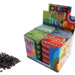 Expositor de mix de latas pequeñas rellenas de pastillas de flor de regaliz